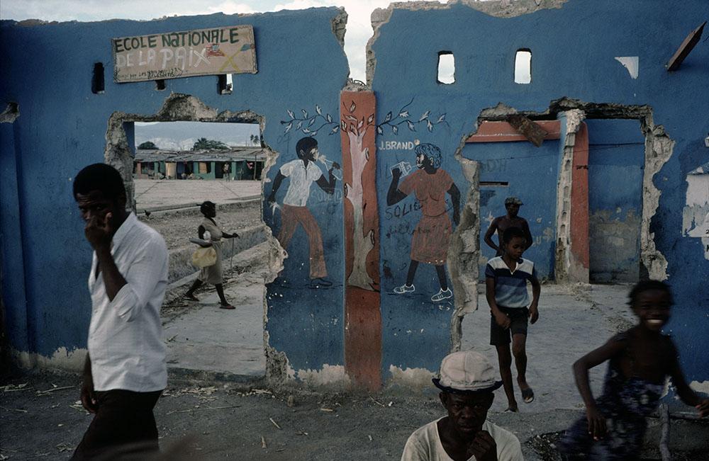 HAITI. Cite Soleil. 1986. ©Alex Webb/Magnum Photos